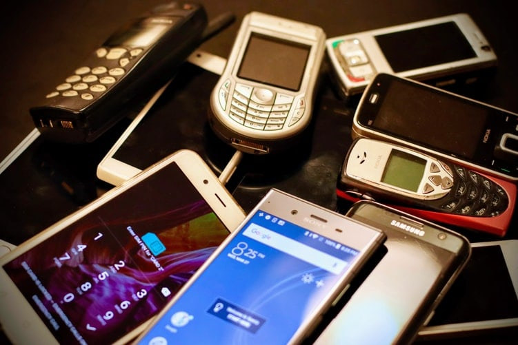 12 maneres d'aprofitar el teu mòbil vell